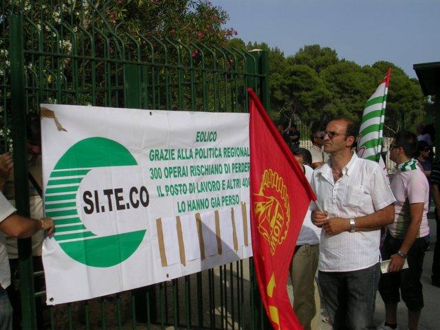 OPERAI SITECO SOPRA GRU PER PROTESTA