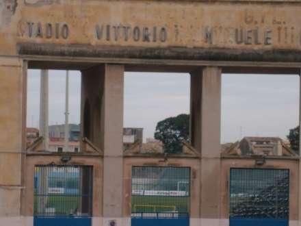 CALCIO-POSTI IN TRIBUNA PER STUDENTI