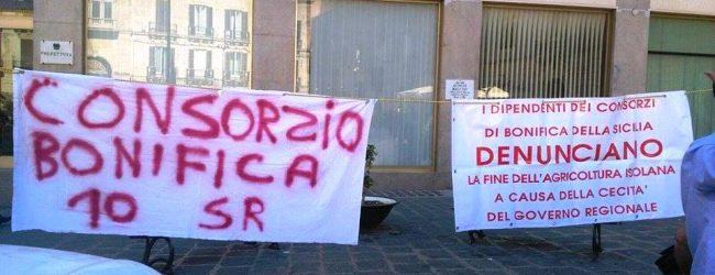 Siracusa  Protestano i lavoratori della bonifica
