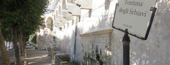 Siracusa  Fontana degli Schiavi un wc pubblico