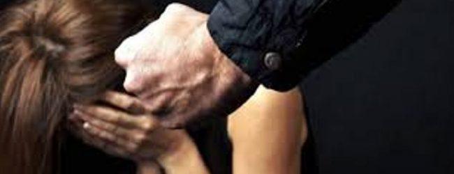 Carlentini| Tenta d'incendiare l'auto della moglie: arrestato per maltrattamenti e danneggiamento