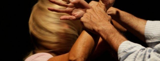 Siracusa  Aggredisce la compagna per gelosia: quarantenne in manette