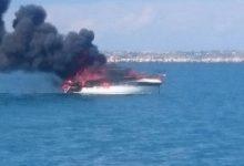 Augusta| Imbarcazione avvolta dalle fiamme affonda nella rada del porto di Augusta
