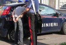 Carlentini| Fermato senza casco, reagisce ai carabinieri e dà fuoco al ciclomotore per impedirne il sequestro