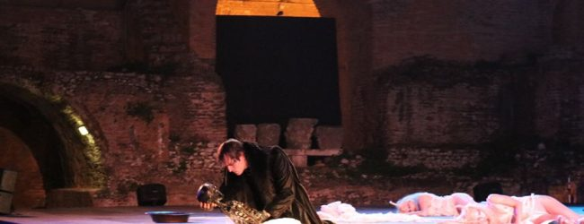 Taormina  Dionysus vince pure la pioggia