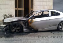 Augusta| Auto in fiamme in un complesso residenziale di piazza Risorgimento