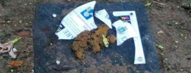 Lentini| Ripugnante oltraggio ai lentinesi vittime delle mafie, distrutta la targa di villa Marconi
