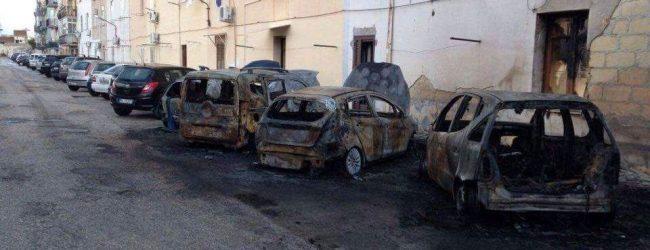 Augusta| Violento rogo stanotte in via Barbarino, distrutte cinque autovetture