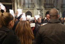 Siracusa| In 150 a protestare dietro il portone chiuso<span class='video_title_tag'> -Video</span>