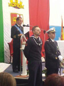 Il contrammiraglio Nicola de Felice , comandante di Marisicilia, saluta alla festa di Santa Barbara