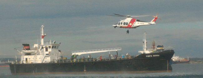 Augusta  Nave mercantile sotto attacco terroristico: simulato lo scenario nella rada del porto<span class='video_title_tag'> -Video</span>