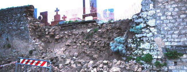 Lentini| Maltempo, frana a causa della pioggia un tratto del muro perimetrale del cimitero