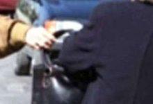 Avola| Scippano borsa ad anziana dopo la spesa