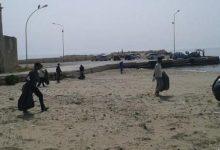 Avola| Gli ospiti degli SPRAR in spiaggia a pulire