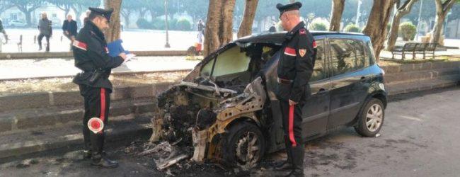 Siracusa  Brucia l'auto dell'amica dell'ex