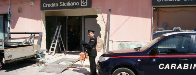 Siracusa  Rubano un bancomat a Belvedere