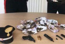 Carlentini | Marijuana e una pistola nell'armadio, arrestato operaio
