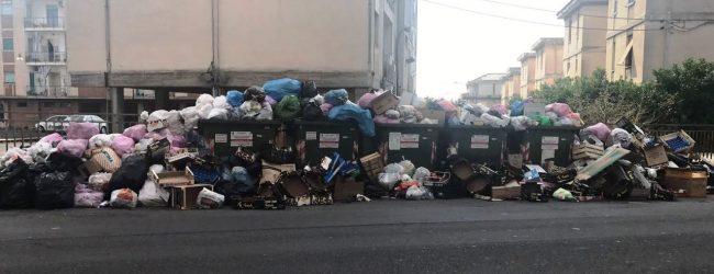 Lentini | Emergenza rifiuti, Grotte San Giorgio chiude i cancelli: «Il Comune paghi il debito»