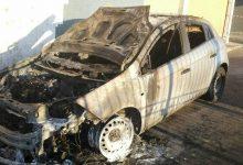 Carlentini | Notte di fuoco, distrutte due autovetture