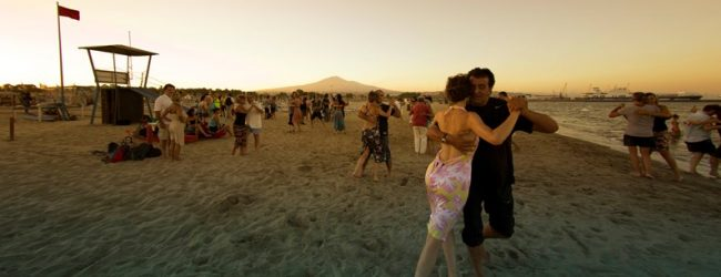 Catania  In Sicilia, nelle notti estive più attese dell'anno, si balla il tango: in pista, in spiaggia e immersi nel barocco catanese