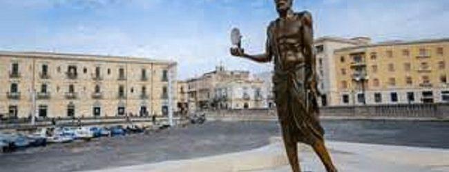 Siracusa| Restaurata statua Archimede a costo zero per il Comune