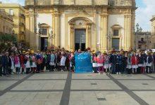 Augusta| Girotondo, pro diritti dei bambini, in piazza Duomo degli alunni del plesso Cappuccini