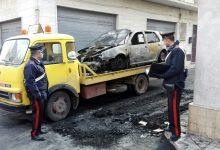 Pachino| Evade dai domiciliari e brucia due macchine