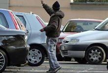 Siracusa| Parcheggiatore abusivo con falsi tagliandi