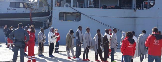 Augusta| Un minore somalo morto assiderato e 3 gatti persiani nello sbarco di ieri
