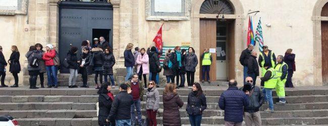 Francofonte   Dipendenti comunali part-time, sit-in davanti al palazzo municipale