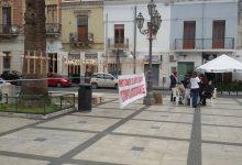 Augusta| Croci in piazza Duomo con su scritti i nomi dei morti di cancro