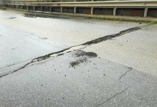 Augusta| Ponte Mulinello si distacca una parte del manto stradale: sopralluogo dei VV.FF.