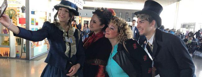 Catania  In aeroporto abiti stile Bellini e musica pop