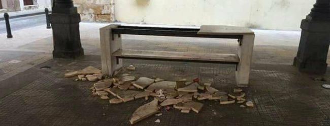 Augusta  Distrutto tavolo di marmo in piazza Turati