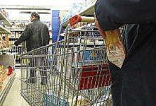 Siracusa| Tenta di rubare 19 pezzi di parmigiano