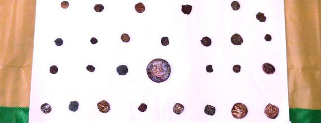Lentini | Ritrova in casa 60 monete antiche e le consegna alla Guardia di Finanza