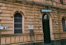 Francofonte | Tenta di aggredire in caserma l'ex coniuge del suo partner, arrestata donna di 35 anni