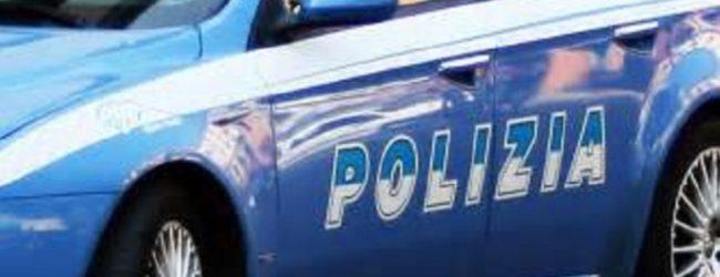 Augusta  Violenta lite tra coniugi: la polizia allontana una donna dalla casa familiare