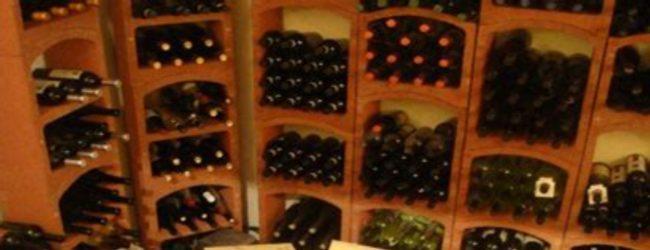 Siracusa  Tenta di rubare vino in un ristorante