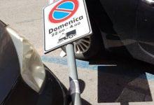 Siracusa| In via Tisia crolla un palo su un'auto. Vento o deiezioni?