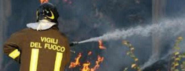 Siracusa  Fontane Bianche, brucia una villetta disabitata