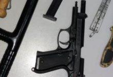 Siracusa| Armi nascoste e minacce alla moglie. Lei lo denuncia