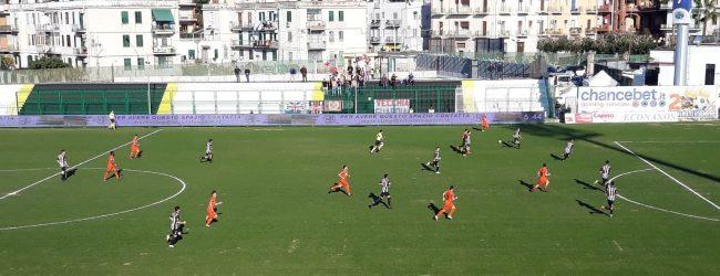 Lentini   Mostra il sedere durante la partita, denunciato tifoso calabrese