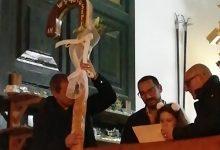Augusta| Maurizio Intagliata dona alla chiesa il suo decimo bastone di legno.