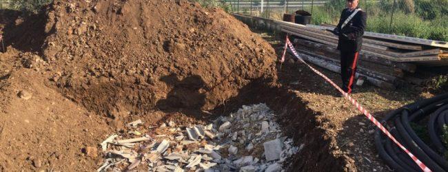 Siracusa| Sversava eternit sbriciolato in una fossa realizzata nel suo terreno