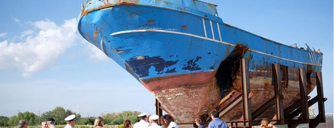 Augusta| Il barcone alla Biennale di Venezia e poi di nuovo in città.