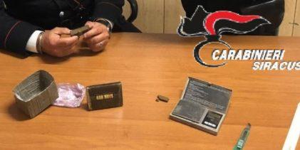 Rosolini| Panetto di hashish sul posto di lavoro: arrestato dai carabinieri.