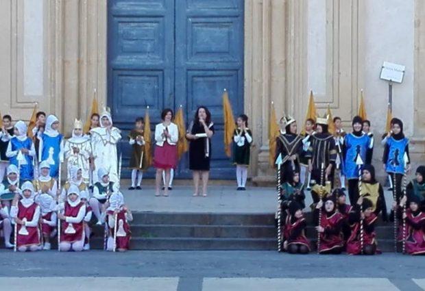 Augusta| Corteo storico: la città vestita da colori e insegne medievali.