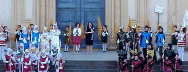 Augusta  Corteo storico: la città vestita da colori e insegne medievali.