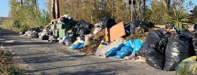 Augusta| Cumuli di rifiuti nei pressi delle residenze stagionali.
